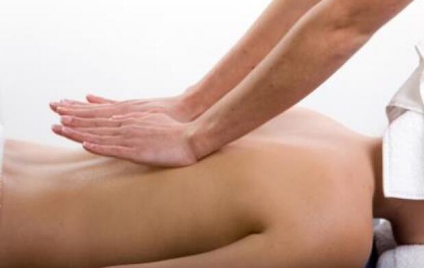 Sesión de fisioterapia y osteopatía
