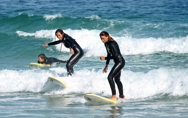 Un día completo de surf y comida