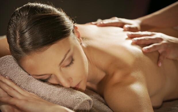 Masaje corporal relajante con aromaterapia