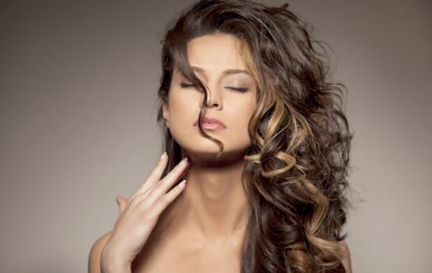 Color natural para tu pelo: Coloración con barros+hidratación+peinado y opción a corte