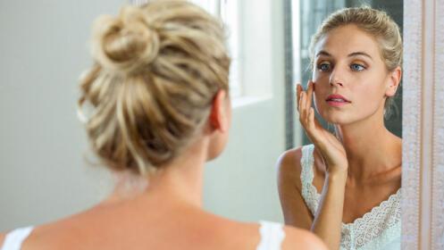 Completa limpieza facial con peeling y masaje manual. 60 minutos.