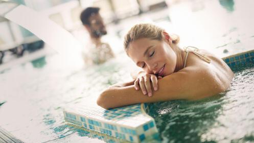 Acceso a Spa, bañera esencias de azahar y masaje hidratante