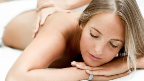 Masaje relajante. Deja el estrés y la tensión a un lado