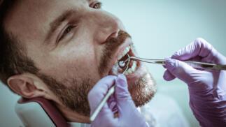 Higiene bucal con revisión, blanqueamiento LED o ambos. Un completo plan dental: Elige tu opción