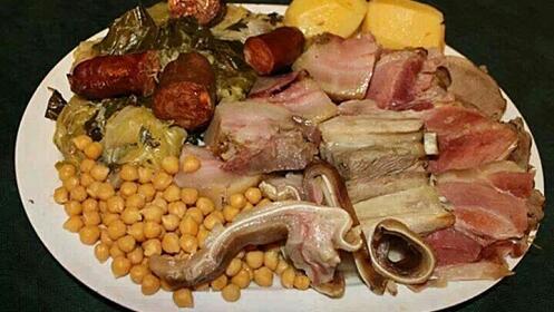 Exquisito menú con cocido gallego, sopa, postre incluye bebida