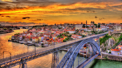 ¡Vive Oporto! Escapada en un 4 estrellas con spa, crucero y visitas.