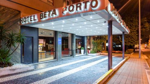 Fantástica escapada 4* en Oporto. Spa, paseo en tren, visita a bodega y más.