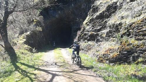 Ruta en bicicleta eléctrica por una ruta con paisaje e historia ¡No te lo pierdas!