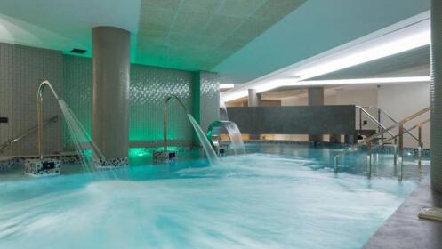 Acceso a Spa más jacuzzi y masaje relajante de espalda