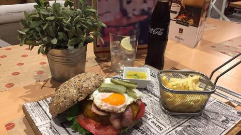 Menú Hamburguesa Gourmet Black Angus o Vegetariana, entrante, postre y bebida