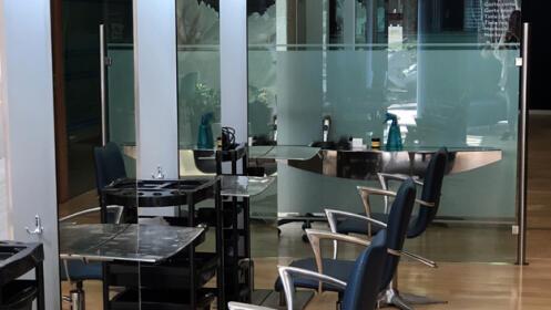 Sesión de peluquería en Ecoway. Corte, tinte, tratamiento de sales minerales...
