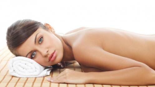 Peeling corporal de nuez de macadamia e hidratación con aceite esencial de naranja con masaje.