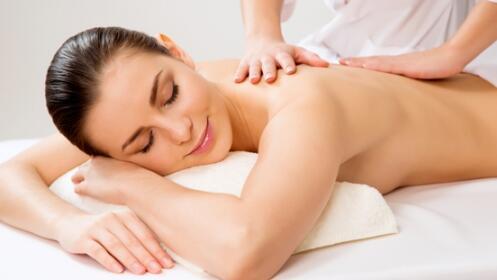 Masaje relajante de cuerpo entero de 45 minutos.