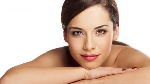 Peeling, tratamiento facial específico, radiofrecuencia y masaje