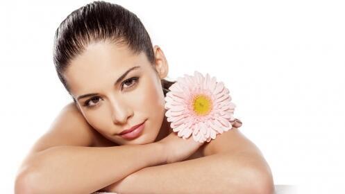 Hidratación y masaje facial con parafina