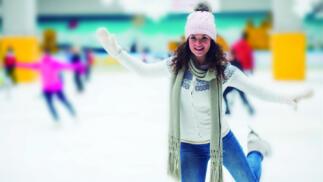 Entrada para 2 o 4 personas en pista de hielo. Acceso 30 min con patines. Santiago