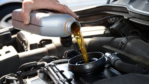 Cambio de aceite+Filtro de aceite+ Revisión 30 puntos de control: Plan integral en Euromaster