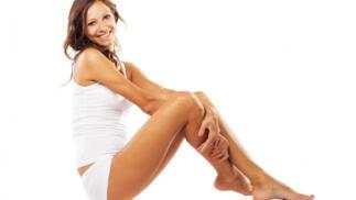 Pedicura completa, peeling y tratamiento desintoxicante drenante en piernas