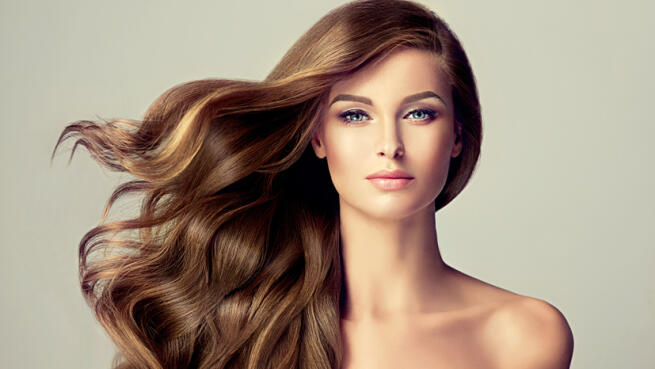 Lavado, tratamiento iluminador cabellos teñidos. Opción a corte