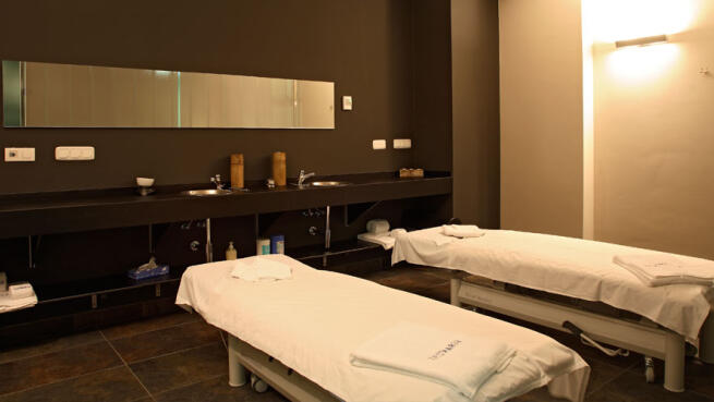 Peeling corporal + masaje local o baño especial
