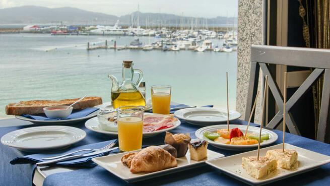 Escapada para 2 al corazón de Sanxenxo. Alojamiento, desayuno y opción a exquisita cena o visita a bodega.